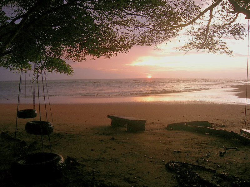 Costa Rica travel - sunsets, natural beauty, national parks and beaches